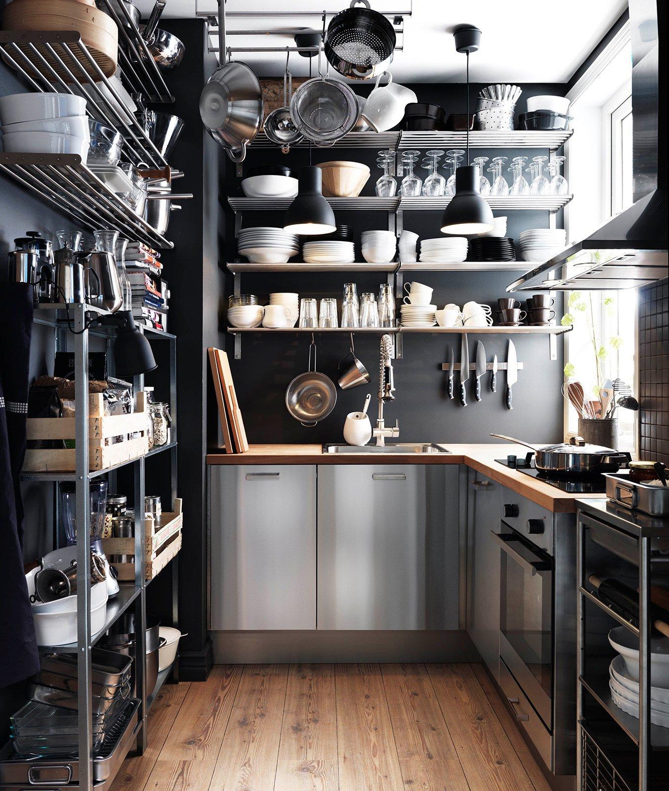 Cucina Con Ripiani In Metallo Ikea